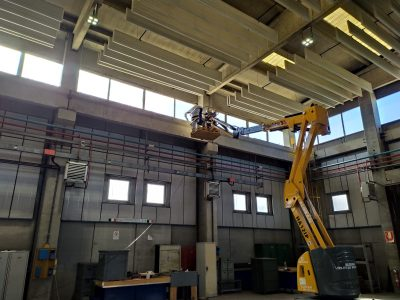 Pulizie industriali con piattaforma